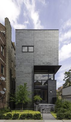 SPACECUTTER has designed Cut Triplex Townhouse. Located in Chicago, Illinois, USA, the townhouse was completed in Permanent Vacation, Townhouse Designs, Brick Facade, Best Cities, Modern Architecture, Mansions, House Styles, City, Building