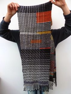 Ilse Acke: HERE IT IS -I want to understand the weaving process that allows the weaver to do those isolated rectangles of different patterning/color Weaving Process, Weaving Techniques, Weaving Textiles, Weaving Patterns, Loom Weaving, Hand Weaving, Woven Scarves, Sock Yarn, Wool Scarf