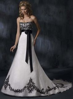 I would have LOVE to have this for my wedding dress, but instead of black I want blue!!!