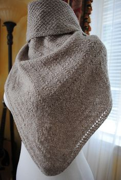 Reversible Guernsey stitch shawl by Lidia Tsymbal