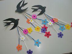 1ο Νηπιαγωγείο Αγίας Βαρβάρας: Χελιδονίσματα! Bird Crafts, Plate Crafts, Diy And Crafts, Arts And Crafts, Paper Birds, Paper Butterflies, Valentine Crafts For Kids, Summer Crafts, Origami