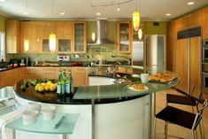 kücheninsel runde Form und gäserne Arbeitsplatten