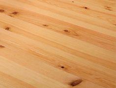 A utilização de madeiras nacionais como o pinho, o eucalipto e o carvalho favorece a economia local, a limpeza das matas e reduz a pegada de carbono ao evitar a importação de madeiras exóticas de origem desconhecida e não controlada, com elevados custos associados ao transporte para o planeta e o comprador.