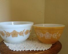 Vintage Pyrex Small Nesting Mixing bowls in the gold butterfly pattern-white with orange / gold flowers 1.5 QT