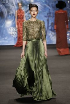 Naeem Khan RTW Fall 2015 - luv the colour Naeem Khan, Couture Mode, Couture Fashion, Runway Fashion, Dubai Fashion, Ny Fashion Week, Fashion Show, Fashion Design, Stylish Dresses