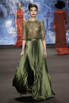 Naeem Khan RTW Fall 2015 - luv the colour Naeem Khan, Ny Fashion Week, Fashion Show, Fashion Design, Couture Fashion, Runway Fashion, Dubai Fashion, Stylish Dresses, Fashion Dresses