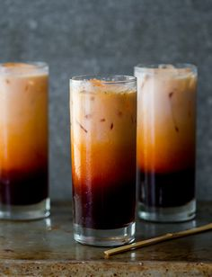 Easy Thai Tea Recipe - I can drink gallons of this homemade thai iced tea! This easy thai tea recipe is made with thai tea mix and just like what Thai restaurants serve. Refreshing Drinks, Yummy Drinks, Healthy Drinks, Yummy Food, Thai Tea Recipes, Iced Tea Recipes, Coffee Recipes, Drink Recipes, Non Alcoholic Drinks