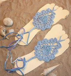 I love barefoot sandals, They are so simple, yet so elegant! I can just imagine myself walking along the beach with all of these beautiful barefoot sandals.     Fauxchét® Barefoot Sandals are made using cotton yarn! I just love the simplicity of the design. These three stacked circles could be …