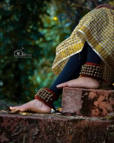 Girl Drawing Sketches, Indian Classical Dance, Dslr Background Images, Foot Pics, Dream Photography, Dance Poses, Beaded Anklets, Lovely Legs, Dance Pictures