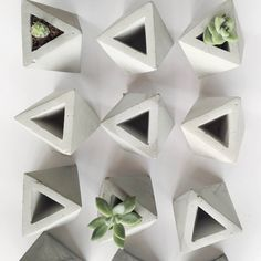 1 mini octahedron planter, best for tiny succulent cuttings or airplants  Vessel is 2x2x2 inches   Refunds are only in case item is broken