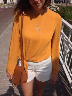 Gele top met cut out mouwen. Helemaal hot deze zomer! - Yellow top with cut out sleeves