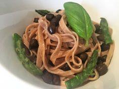Vegano per amore - ricette vegane: TAGLIOLINI AL FARRO CON CECI NERI E ASPARAGI