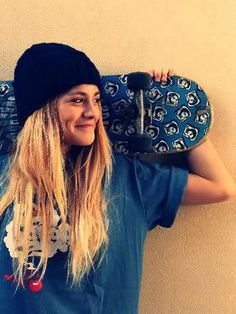 Discovered by Shay baby. Find images and videos about girl, fashion and pretty on We Heart It - the app to get lost in what you love. Beanie Outfit, Girl Beanie, Skateboard Pictures, Skate Girl, Skate Style, Girls Be Like, Hot Girls, Feminine, Womens Fashion