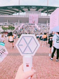 Lightstick Exo, Kpop Exo, Park Chanyeol, Baekhyun, Exo Merch, Exo Lockscreen, Exo Ot12, Bts And Exo, Pink Room