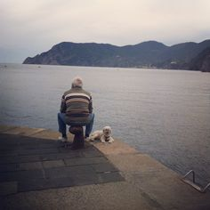 A man and his dog #vernazza #cinqueterre #locallife #paradise