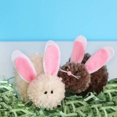 Make cute, playful little bunnies using yarn and the Clover Pom Pom Maker perfect for Easter!
