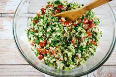 aliments pauvres en glucides pour faire un régime sans sucre - salade de légumes, tabbouleh et boulgour                                                                                                                                                                                 Plus