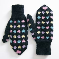 Sweet Heart Mittens Free knitting mitten patterns are the most useful of all free knitting patterns because they keep your hands nice and toasty. After all, frostbitten fingers can't stitch very well. Knitted Mittens Pattern, Crochet Mittens, Knitted Gloves, Baby Knitting Patterns, Knit Crochet, Hat Patterns, Crochet Baby, Baby Mittens, Fingerless Mittens