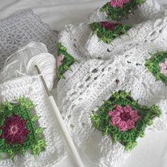 AnaZard - Atelier: Blümchendecke für den Garten…Beautiful granny flower square blanket.. There is a FREE DIAGRAM FOR MAKING!!