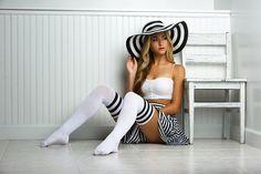 Als Inspiration für ein Outfit gedacht - hast Du einen Hut in der Form? Einfarbig geht auch.