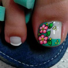 Cute flower nail art for big toe Cute Toe Nails, Toe Nail Art, Pretty Nails, Cute Pedicure Designs, Toe Nail Designs, Summer Toe Designs, Feet Nail Design, Cute Pedicures, Feet Nails