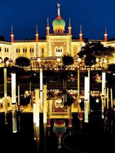 Vergnügungspark Tivoli in Kopenhagen - Glanz des Orients: Im Palast Nimb wird gefeiert im Stil von Tausendundeiner Nacht.