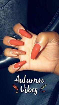 Semi-permanent varnish, false nails, patches: which manicure to choose? - My Nails Aycrlic Nails, Love Nails, Pretty Nails, October Nails, Fall Acrylic Nails, Orange Acrylic Nails, Thanksgiving Nails, Fall Nail Designs, Nagel Gel