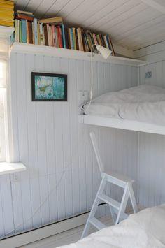 House Design, Cabin Style, Beach House Bedroom, House Interior, Cottage Decor, Home Bedroom, Minimalist Living Room Design, Home Decor, Scandinavian Cottage