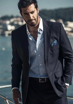 Blue suit with a great shirt #menswear