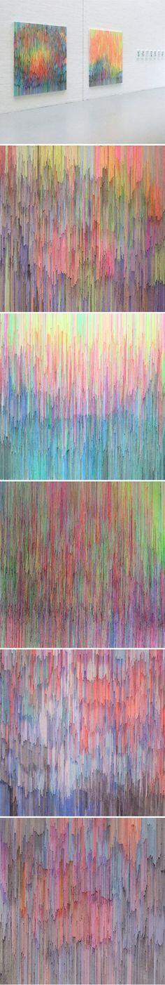 Impresionante cuadro hecho con spaguettis tintados de colores. Todos los cuadros presentados están en perfecta armonía respecto a las gamas cromáticas. De esta forma, el primer cuadro presenta colores completamente mezclados, en el segundo siguiendo el orden del arcoiris, en el cuarto el artista juega con las texturas poniendo los spaguettis más juntos....