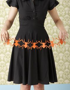 The classic garland graduates from cute craft to creepy decor with our templates for spiders, bones,. - Studio D 50 Diy Halloween Decorations, Halloween Art Projects, Fete Halloween, Halloween Crafts For Kids, Halloween Spider, Halloween Ideas, Paper Halloween, Craft Projects, Halloween Stuff