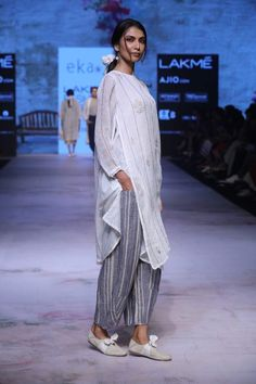 Linen suit Pakistan Fashion, India Fashion, Boho Fashion, Indian Attire, Indian Wear, Indian Dresses, Indian Outfits, Pakistani Fashion Casual, Indian Designer Outfits