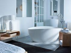 Une baignoire au milieu de la salle de bains,ça fait longtemps que j'aime celle ci!
