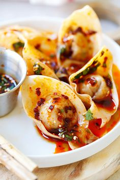 Sichuan Red Oil Wontons - delicious and mouthwatering spicy wontons in Sichuan red oil and black vinegar sauce. Easy recipe for homemade spicy wontons | rasamalaysia.com