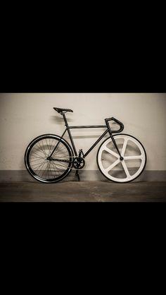 Fixedgear black and white bike