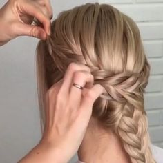 Updo Hair Tutorials For Brides Do you wanna learn how to styling your own hair? Well, just visit our web site to seeing more amazing video tutorials! Box Braids Hairstyles, Bride Hairstyles, Easy Hairstyle, Style Hairstyle, Curly Hair Updo, Curly Hair Styles, Cornrows, Hair Videos, Ombre Hair