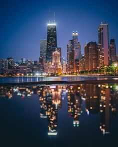Chicago glow from Lake Michigan. City Lights At Night, Night City, Seattle Skyline, New York Skyline, I Love Ny, Lake Michigan, World Traveler, Vermont, San Francisco Skyline