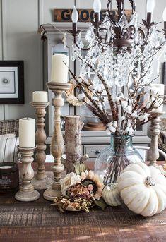 5 trendy ideas to decorate your living room this fall fall coffee table decoration. Fall Mantle Decor, Fall Home Decor, Autumn Home, White Pumpkin Decor, White Pumpkins, Faux Pumpkins, Painted Pumpkins, Farmhouse Style Kitchen, Farmhouse Decor