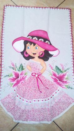 Pano de Prato pintado com vestido de tecido.