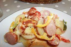 Deilig pølsepanne – til glede for store og små | Spiselise Recipe Boards, Food For Thought, Hot Dogs, Nom Nom, Food And Drink, Meat, Dinner, Ethnic Recipes, Desserts