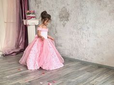 Pink Flower Girl Dress With Train Open Shoulders Luxury Dress - Birthday Wedding party Bridesmaid Holiday Pink Tulle Lace Flower Girl Dress Blush Flower Girl Dresses, Pink Tutu Dress, Lace Flower Girls, Lace Flowers, Little Girl Dresses, Nice Dresses, Lace Dress, Dress Long, Elsa Dress