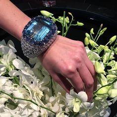 It's Dubai think big!!!! Elements of Style auction 17 March. 200ct aquamarine bangle by David Webb. @christiesjewels @christiesinc #christiesjewels #christiesinc #aquamarine #diamond #diamonds #sapphire #bangle #bangles #davidwebb #davidwebbjewels