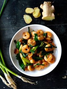 Classic Scallion Ginger Shrimp is great for the summer and lightning fast to make and prepare. Shrimp defrosts easily, cutting the ginger and scallion is a snap, and and with a hot wok, you could be eating within 10 minutes! Ginger Shrimp Recipe, Asian Recipes, Ethnic Recipes, Asian Foods, Chinese Recipes, Chinese Food, Tapas, Wok Of Life, Brunch
