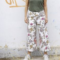 Stylish wide leg pant! Sits just below the waist, flattering waistband, side pockets, three optional lengths!