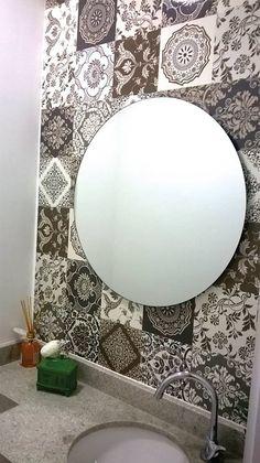 Lavabo revestido com adesivo de azulejo Damasco