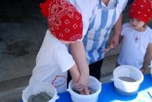 How to Make Your Own Plaster of Paris.    Measure and pour six cups of flour into a large mixing bowl. Add four cups of water and stir until no lumps of flour are present. This will take several minutes.