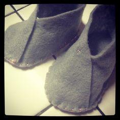 ElleMarieCreations: baby booties from felt. Http://refashionista1.blogspot.com