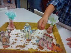 Νηπιαγωγός από τα πέντε...: ΣΠΟΡΑ Spring Crafts, Plastic Cutting Board, Diy And Crafts, Kindergarten, Blog, Autumn, Farmer, Bread, Deco