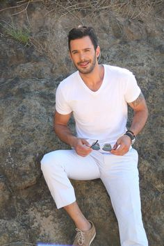 Barış arduç why are you so handsome? Turkish Men, Turkish Fashion, Turkish Beauty, Turkish Actors, Victoria Beckham, Trending Photos, Elcin Sangu, Elegant Man, Instyle Magazine