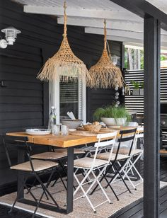 60-luvun mökki Karjalohjalla   Meillä kotona Outdoor Dining, Outdoor Spaces, Outdoor Decor, Cottage Interiors, My Dream Home, Scandinavian Style, Outdoor Gardens, Outdoor Furniture, Design